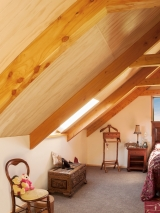 <h5>9 Exposed Trusses in an upstairs bedroom</h5>