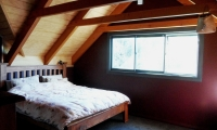 <h5>4 A bedroom with exposed trusses</h5>