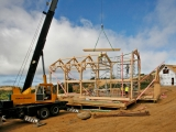 <h5>3 The final ridge beam being lifted into place</h5>