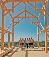 <h5>6 The team and clients under the hammer-beam-style frame</h5>