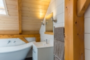 <h5>07 Characterful bathroom</h5>